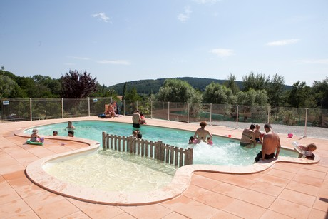 Piscine du camping Sites et Paysages L'Etang de la Fougeraie